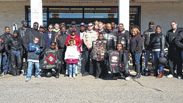 Bikers Toys For Tots : Anson record bikers deliver in toys for tots ride